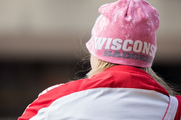 uw madison student watching homecoming event